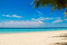 Roatan Beaches / Gorgeous tropical beaches surround Roatan.