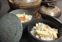 おひつ Ohithu / ごはんが余ったり、時間がずれて食事をとるご家族用に この『陶おひつ』に入れて保存。 蓋をしたまま レンジで2分程温めると ほっかほかの炊きたてごはんの様に食べる事ができます。  ラップも必要ないので エコですね♫ もちろんごはん以外にも 佃煮を入れたり 梅干しを入れたり・・・ お好みでお使い下さいませ♪  1合サイズと 2合サイズがあります。 丹波焼 TANBA JapanesesTableware