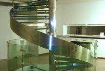 Escalier Hurricane / Hurricane Stairs / . escalier : autoportant colimaçon, hélicoïdal rond . structure : pivot central rond et limon extérieur débillardé (cintré) en inox ou en acier laqué . marches : verre / bois (chêne, hêtre, ou autre sur demande) / inox / acier laqué . garde-corps : verre et inox / inox / verre et acier laqué / acier laqué