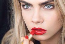 Never without lipstick / Quoi ? Sortir sans rouge à lèvres ? Jamais ! Encore plus indispensable qu'un accessoire il m'est impossible de vivre sans. Parce que mes lèvres le valent bien