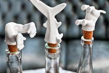 İlginç Şişe Tıpaları / Hayatınıza renk katmak istiyor musunuz? Cevabınız evetse sıradan şişeleri sıradışı hale getirecek bu şişe tıpalarını incelemenizi tavsiye ederiz.İlginçliği, komikliği ve güzelliğiyle sizi kendisine çekmeyi başaracak en ilginç şişe tıpaları karşınızda! :)