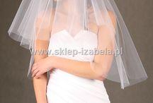 Kolekcja welonów ślubnych / Welony ślubne lamowane, koronkowe, zdobione, cięte, na brzegu bez obszycia. Wykonane z wysokiej jakości tiulu włoskiego. Upięte na grzebieniu.