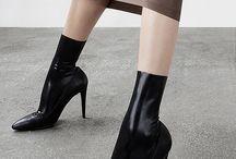 heel, boy