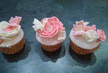 Cupcakes / Farfalle, butterfly, fiori, flower, rosa, Pink, bianco, White, fondant, fondent, pasta di zucchero, mini cakes, cakes ,pdz, mmf
