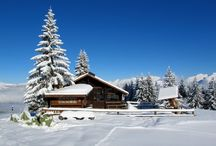Log Cabins & Holiday Homes / http://www.inspiredhomeideas.com/log-cabin-designs-and-other-holiday-homes-in-the-snow/