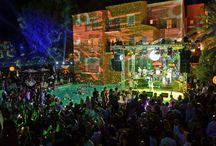 Byblos Party 2014 - Nile Rodgers Chic / Le Jeudi 17 juillet 2014, le Byblos accueillait « Nile Rodgers & CHIC » pour un concert exceptionnel en bord de piscine… Les festivités se sont poursuivi jusqu'au petit matin aux Caves du Roy, le plus emblématique nightclub tropézien, orchestrées par Dj Jack-E !