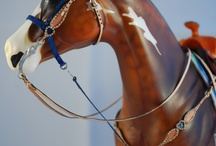 Model horse tack and horses / Collection of model horse tack , horses and links
