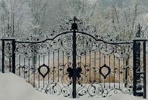 brána / to, co odděluje prostor, změnu