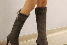 Women Boots & Booties / Winter and Fall are the perfect seasons to flaunt boots and booties! Know the latest trends and ways to style leather boots, sued slouch boots, duck boots, sock boots, mid-calf boots, hunter boots, knee high boots and more.