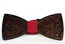 Дизайнерские галстуки-бабочки из дерева / Модные галстуки-бабочки из дерева уже покорили Украину, и Вы можете появиться в индивидуальном образе на переговорах с зарубежными партнерами или взять уникальный аксессуар в путешествие за границу – Вы всегда будете в центре внимания.  Купить деревянный галстук – бабочку ручной работы в подарок можно, выбрав соответственный на наших виртуальных полках и сделав быстрый заказ по Киеву или Украине.