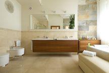 Łazienka w ciepłych kolorach. Przestrzenny salon kąpielowy / Autor: Justyna Majkowska  http://www.dobrzemieszkaj.pl/lazienka/wnetrza/112/lazienka_w_cieplych_kolorach_przestrzenny_salon_kapielowy,101041.html