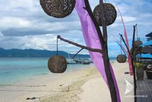 Indonezja / Indonezja – kraina energii i kolorów  Indonezja to kraina położona w Azji Południowo – Wschodniej na ponad siedemnastu tysiącach wysp, których brzegi opływają Ocean Spokojny i Indyjski.   wakacjewindonezji.pl