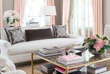 Decoración del hogar / Mesa dorada