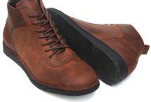 Toods Footwear Lecies / Toods Footwear Le Cies High Cut Boots - Cokelat merupakan high cut boots berbahan Genuine Pull Up Crazy Horse Leather yang didesain trendy dengan detail neat stitching, 7 eyelets dan rubber outsole membuat sepatu ini nyaman dipakai sehari-hari.  Info pemesanan  085722140202