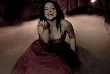Amy Lee (L)