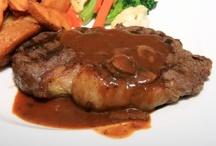 Carnes / O que seria de você sem um churrasco? Veja aqui carnes deliciosas. Fotos incríveis e receitas de dar água na boca.  Veja mais em www.receitasdemae.com.br
