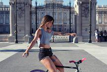 Meninas Em Bicicletas
