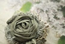 Textiles brooches