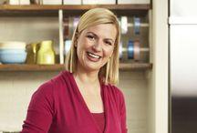 La repostería de Anna Olson / Bake with Anna Olson  La serie de 20 capítulos en la que la prestigiosa repostera norteamericana, Anna Olson, nos enseña sus secretos para hornear riquísimos postres, desde muffins hasta merengues, pasando por los clásicos croissants o la mítica tarta red velvet.  ¡Irresistible! Todas las recetas las puedes ver en Canal Cocina Tv y también en CanalCocina.es http://canalcocina.es/programa/la-reposteria-de-anna-olson    Conviértete en un reputado pastelero con las deliciosas recetas de Anna Olson.