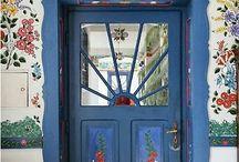Bejárati ajtók a nagyvilágból / Bejárati ajtók a nagyvilágból
