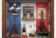 Quadro Paris / Quadro em MDF com laminação em Embúia 22 L x 18 C x 7 P uso de apontadores de lápis e criação de quadros, papel de parede, rótulos e livros com tema Paris, mais o uso de garrafas e copos da Barbie e biscuit para queijo