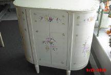 How to Paint Shabby Chic Furniture / by handpaintedfurniture