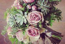 Yepyeni Gelin Buketleri!  / Yaz aylarının en büyük etkinliği olan düğünlerde görülen gelin buketleri o günün en önemli objeleri arasındadır. Bu objelere yeni bir değer katacak en özel ve şık gelin çiçekleri çok yakında www.escicek.com'da!