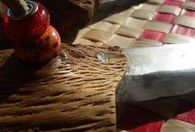 MACHETE URSUS BELLUM /   URSUS BELLUM es un machete fet de material reciclat. Les fulles d'una tisora de podar i mànec de llenya d'alzina desescorçada   URSUS BELLUM is a machete made of recycled material. The blades of a pruning scissors and wood shaft of desiccated oak