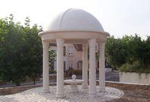 Kiosques de jardin (gloriettes) pierre reconstituée / Coupole pour kiosque de jardin (gloriette) et Colonne pleine décorative modèle FLEUR DES INDES.