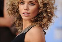 Curly Hair / Curly girls are special people with special hair, and those crazy curls need some extra care sometimes! Click to checkup these tricks to keep curly hair fabulous!