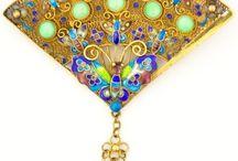 Hand Fan Jewelry / Hand fan designs in jewellery