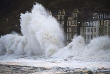 GCSE Exam: EXTREME WEATHER / Climate, seasons, temperature, damage, danger, nature, flood, snow, wind, hot, cold.