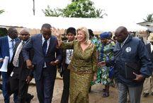 Actions sociales / La Première Dame, Dominique Ouattara soulage les victimes des pluies diluviennes