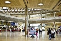 Aeropuerto de Tenerife Norte / Situado al norte de la isla, en el municipio de San Cristóbal de La Laguna, el aeropuerto se encuentra a tan sólo 10 kilómetros de la capital (Santa Cruz de Tenerife). http://ow.ly/Gx3pO