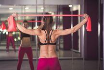 Esercizi ginnici con elastico