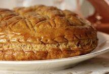Vive l'épiphanie ! / Pour votre galette des rois, découvrez de délicieuses recettes à la frangipane ou briochées. Qui sera le roi et la reine ?