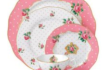 Pretty Dishes / by Debbie Roller