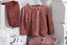 Coffrets de naissance / Joliment présentés dans une petite valise, les coffrets CdeC sont idéals pour des cadeaux de naissance!