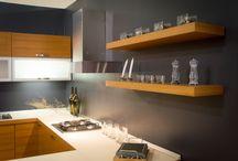Cucina Line Teak / Line Teak - Cucina con anta in legno multistrati placcato in legno di Teak naturale - http://www.furleo.it/cucine/line-teak/