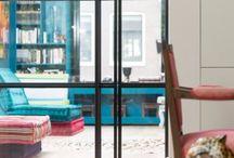Stalen deur Amsterdam / Met behulp van een stalen deur ziet elke woning er stijlvoller uit!  Stalen deuren zijn mooi in elke inrichting. U ziet hier een enkele taatsdeur met zijlicht. Bezoek onze site www.stalendeuropmaat.nl voor meer voorbeelden en om uw eigen stalen deur te ontwerpen.
