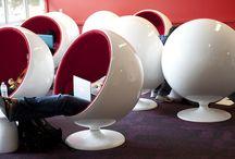 Eero Aarnio Ball Chair - Einrichtungsideen / Der Eero Arnio Ball Chair ist schon lange aus dem Fernsehen bekannt und ist mit seiner ausgefallen galaktischen Form mittlerweile auch in einigen privaten Wohnzimmern anzutreffen.