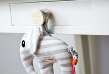 Baby en Trends ✰ Kraamcadeautjes / Op zoek naar een origineel, klein cadeautje voor iemand die zwanger is, maar geen inspiratie? Op dit bord vind je leuke presentjes voor een pasgeboren baby. Inspiratie voor zowel een jongen als een meisje.