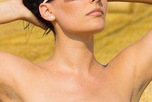 Relax napszemüveg / A Relax napszemüvegek garantáltan biztosítják az optimális látási viszonyokat sportolás közben. A Relax szemüvegek többségének lencséi polikarbonátból készültek, így könnyűek, vékonyak, ennek ellenére rendkívül kemények, karc- és ütésállóak, ennek köszönhetően a lencse sérülése nem fogja zavarni a látásunkat. A lencsék UV 400 bevonata gondoskodik a szem megfelelő védelméről, hiszen 100 százalékban kiszűri a nap káros sugarait, és blokkolja mind a három ultraibolya sugárzási tartományt.