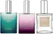 Селективный парфюм Clean / CLEAN — это косметический и парфюмерный бренд, созданный для того, чтобы запечатлевать в ароматах приятные моменты и простые удовольствия, окружающие нас каждый день.   Запахи свежевыстиранного белья, сохнущего под солнцем, летящей по ветру ткани, морозного бриза и свежего воздуха — все это удалось уловить и заключить во флаконы создателям марки.