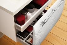 Pequeños grandes detalles / Muebles de baño con detalles que hacen la organización de tu baño más fácil.