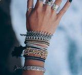 Acessórios / Pulseiras, brincos, colares, anéis,