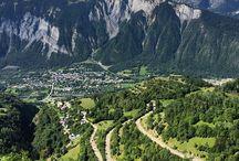 Frankrijk: Isère / Isère ligt in het midden van de Franse Alpen en bestaat voor een groot deel uit hooggebergte. Indrukwekkende bergtoppen, rotsmassieven en stuwmeren zijn kenmerken van het departement Isère. Je kan er eindeloos wandelen, mountainbiken, klimmen of genieten van de rust. Ga eens op pad met een berggids in Isère, hij kan je de mooiste plekken laten zien. >> http://www.indebergen.nl/vakantie/frankrijk/isere/