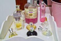 Penteadeira/makeup collection / http://www.meudocecastelo.com/2014/08/penteadeira-improvisada-um-cantinho-de.html#more
