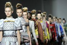 Genç Tasarımcı Mary Katrantzou / Son yılların öne çıkan genç tasarımcılarından Mary Katrantzou. moda uzmanları desen ve renklerin kraliçesi olarak bahsediyor. İçinizi açacak tasarımlar...