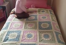 Pembe mavi yatak örtüsü